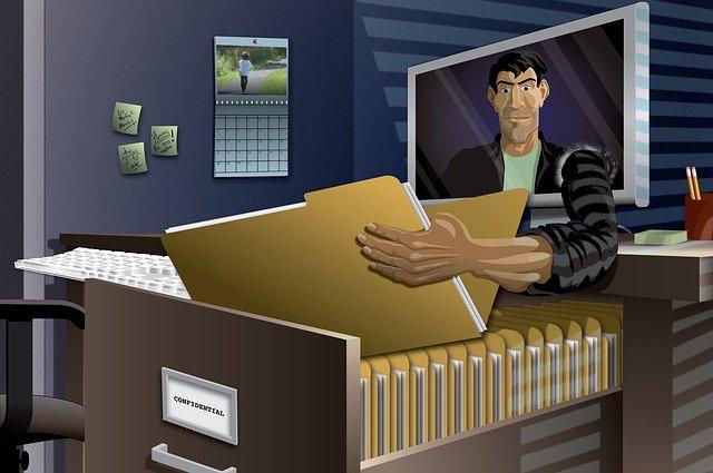 identity-theft-2708855_640